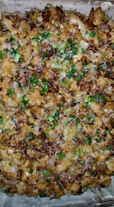 Loaded Baked Potato And Chicken Casserole Recipe Baked Potato Chicken Casserole, Loaded Baked Potatoes, Loaded Potato, Potato Soup, Beer Chicken, Chicken Meals, Cheesy Chicken, Chicken Recipes, Casserole Recipes