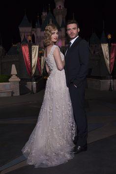 Lily-James-and-Richard-Madden-Cinderella-premiere-2.jpg 2.000×3.000 pixels