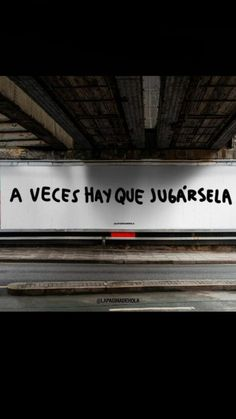 Siempre y en todo. Words Quotes, Me Quotes, Sayings, Motivational Phrases, Inspirational Quotes, Street Quotes, Albert Schweitzer, Spanish Quotes, Some Words