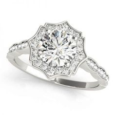 lets look at the top 2019 Winnipeg engagement ring trends so far. From vintage to oval diamond engagement rings, read on to see top styles! Engagement Ring Buying Guide, Deco Engagement Ring, Halo Diamond Engagement Ring, Designer Engagement Rings, Vintage Engagement Rings, Diamond Wedding Bands, Wedding Engagement, Wedding Rings, Moissanite Diamond Rings