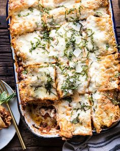 24 Old-School Recipes Your Italian Grandma Used to Make purewow recipe dessert dinner italy food side dish italian 22306960641021321 Easy Dinner Party Recipes, Italian Dinner Recipes, Italian Cooking, Italian Dishes, Dinner Ideas, Healthy Italian Recipes, Italian Meals, Dinner Parties, Meal Ideas