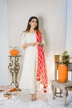 New Dress Design Indian, Dress Indian Style, Pakistani Dress Design, Indian Gowns Dresses, Indian Fashion Dresses, Indian Designer Outfits, Simple Kurti Designs, Kurta Designs Women, Indian Dresses Traditional