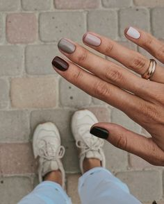 How to use nail polish? Nail polish on your own friend's nails looks perfect, but you can't apply nail polish as you want? You will get gone nail polish co Minimalist Nails, Ten Nails, Nagellack Trends, Neutral Nails, Autumn Nails, Nails Design Autumn, Fall Nail Art Autumn, Cute Fall Nails, Dream Nails