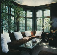 This reminds me of Nick Carraway's house in The Great Gatsby. Love it!
