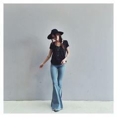 https://i.pinimg.com/736x/87/fe/1b/87fe1bb417bd6fb28752e0eccd5017c8--light-wash-jeans-flare.jpg