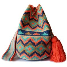 $89.90-$92.90 #Wayuubags. Large Wayuu bag are your go-to comfortable cross-body bags for the beach and the city. You can't have just one! All Wayuu bags come with a handwritten postcard, and little gift. The time required to elaborate a Wayuu Mochila varies from 10-15 days. Freeform Crochet, Tapestry Crochet, Knit Crochet, Crochet Bags, Tapestry Bag, Crochet Woman, Crochet Accessories, Little Gifts, Her Style