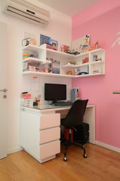 שולחן כתיבה בעיצוב ניר יפת ומבית היוצר של דני הנקר Study Room Decor, Cute Room Decor, Room Ideas Bedroom, Teen Room Decor, Small Room Bedroom, Home Office Decor, Bedroom Decor, Desk For Bedroom, Desk For Girls Room