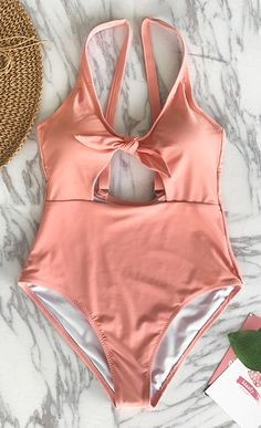 There's no  better palce to show off glimpse of your skin than on the beach~ With cutout, you don't need to give up showing some skin~ Free shipping! Pack it for your beach leave!