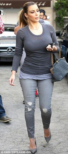 Love the grey monochromatic look. Casual yet  feminine