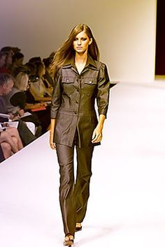 Max Mara Spring 2000 Ready-to-Wear Undefined Photos - Vogue Max Mara, Parachute Pants, Ready To Wear, Fashion Show, Vogue, Leather Jacket, Spring, Model, How To Wear