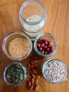 (Please scroll down for english version) Provavelmente já repararam que há muitas receitas que pedem frutos secos, sementes ou leguminosas demolhados ou activados. É um processo que melhora em muit…