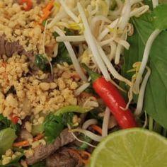 Thajský hovězí salát Fried Rice, Fries, Ethnic Recipes, Food, Essen, Meals, Nasi Goreng, Yemek, Stir Fry Rice