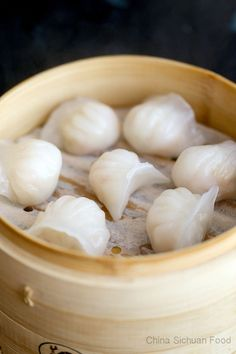 Cantonese style har gow, shrimp dumplings with a transparent shell Asian Recipes, Mexican Food Recipes, Dumpling Recipe, Asian Cooking, Chinese Food, Chinese Desserts, Asian Desserts, Korean Food, International Recipes