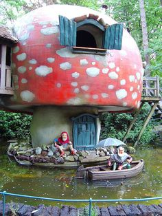 Fairy Tale Forest Amusement park in the Netherlands, the Efteling Mushroom House, Mushroom Art, Fairy Garden Houses, Gnome Garden, Fairy Gardens, Fairy Tale Forest, Fairy Tales, Forest House, Gnome House