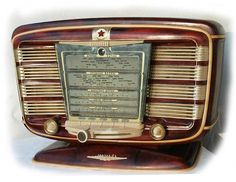 """a gorgeous Soviet radio from 1954: """"Zvezda"""" (The Star). Upside good looking, downside only picked up one station no matter where you moved the dial."""