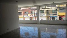 126m2, Local en segundo nivel ideal par consultorios medicos, odontológicos, u oficinas, 2 baños, estrato 3, sobre via principal, excelente sector