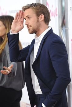 You may not be Ryan Gosling in 2015, but you can dress like him. Abandon your tie. Photo: Pinterest #LystMan