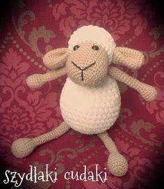 Szydłaki Cudaki - Amigurumi - Handmade with love: Szydełkowa owieczka - amigurumi i 2 rodzaje włóczek