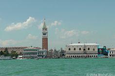 Blick vom Wasser auf Venedig