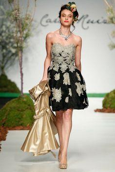 Vestido floral blanco y negro Carla Ruiz  www.essenciasdeboda.com