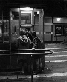 Centraal Station 1959 | Toen moest je nog keurig je kaartje inleveren bij het verlaten van het station....