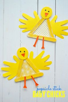 Make these memorable baby chicks with Popsicle sticks and handprints! An easy spring craft for toddlers and preschoolers! #artsandcraftsfortoddlers,