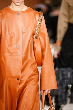 See detail photos for Loewe Fall 2016 Ready-to-Wear collection.