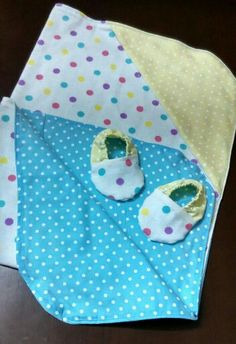 Hooded baby blankie and baby booties