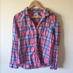 Hollister Plaid Button Down Lighter material. Perfect for spring and summer. Hollister Tops Button Down Shirts