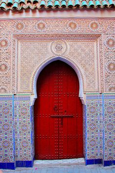Great detail in beautiful Marrakech buildings #marrakech #morocco #travel