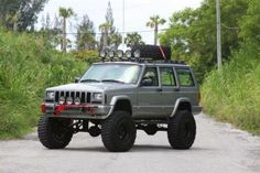 Lifted Jeep XJ --- WANT.