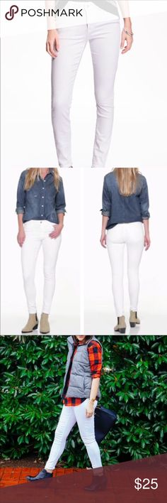 Old navy white rockstar jeans 👖 Mid-rise bright white skinny jeans. Bronze botton closure and zip fly ..sits below waist.. back pockets .. it's too big for me that's why I'm selling .. brand new Old Navy Jeans Skinny