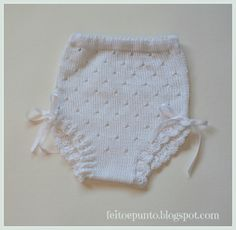 Lacy knitted diaper cover for baby girl with crochet lace and ribbons on legs ~~ Braguita de perlé para bebé Arm Knitting, Knitting For Kids, Baby Knitting Patterns, Crochet Patterns, Bebe Baby, Baby Pants, Crochet Lace, Crochet Bikini, Baby Costumes