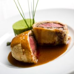 Beef Wellington: It's a classic plat principal that makes a pretty show-stopping centre piece for any dinner party. Here our resident chef Nigel Brown takes the fear factor out making of this decedent dish. Mini Beef Wellington, Beef Wellington Sauce, Beef Wellington Recipe For Two, Individual Beef Wellington, Wellington Food, Gourmet Recipes, Beef Recipes, Brunch Recipes, Recipies
