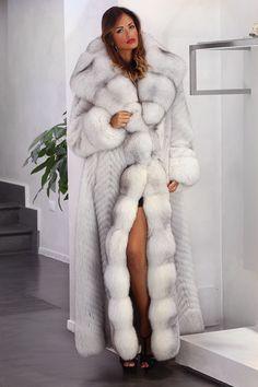 Fur Fashion, Fashion Photo, Selena Gomez, Fabulous Furs, Fox Fur Coat, Fur Collars, Winter Wear, Fur Jacket, Style Guides