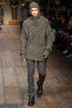 Fashion week hombre Dolce-Gabbana otono-invierno 2014-2015 Jersey gris medieval.