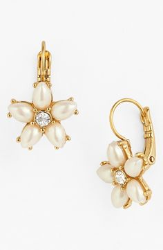 Dazzling faux-pearl petals on these drop earrings