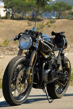 skililo:  Squirley's CB550fromhttp://www.dotheton.com   Reblogged by Flaming13.com