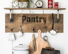 Transform free pallets into creative DIY furniture, home decor, planters and more! There are over 150 easy pallet projects here for your home and garden Farmhouse Kitchen Diy, Diy Kitchen Decor, Farmhouse Decor, Diy Home Decor, Farmhouse Style, Kitchen Ideas, Nice Kitchen, Decorating Kitchen, Kitchen Signs