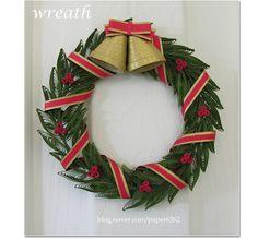 크리스마스 분위기를 돋보이게 할 수 있는 벽걸이 장식용 wreath를 몇 개 소개합니다. 포인세티아와 촛불모...