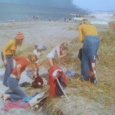 Anonym, 48, Hellerup.  Aftentur til Hornbæk strand. Stort set hele familien var iført træsko (1971).