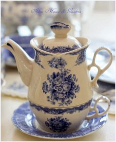 Aiken House & Gardens: Blue & White Transferware Tablescape = Notice the lid with a butterfly handle...