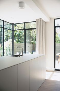 Aanbouw jaren '50 huis | Architecten aan huis Kitchen Dinning Room, Rotterdam, Bedroom, Table, House, Furniture, Cook, Home Decor, White People