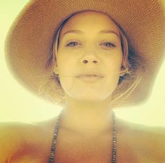 Hilary Duff shares her No Makeup Selfie