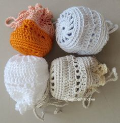 it is almost weekend for you and me:) last night and this morning i made ​​a few pouches, it's too hot for larger projects. i used cotton yarn of catania and phildar with crochet hook size 3.5 mm a...