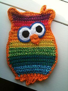 Ravelry: Owl potholders / Uglegrydelapper / Eulen Topflappen pattern by Anette van Straaten Crochet Potholder Patterns, Crochet Owls, Crochet Dishcloths, Crochet Geek, Crochet Round, Crochet Yarn, Easy Crochet, Knitting Patterns, Crochet Kitchen