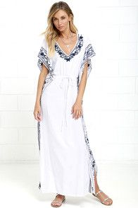 Mila Soul Dress l White & Navy Kaftan l Flowy and Light Resortwear l www.CarolinaDesigns.com