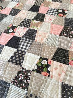 Sewing Block Quilts Carried Away Quilting: A Tumbler quilt for my sewing room - Carried Away Quilting completes her Tumbler quilt featuring various Moda designer collections. My Sewing Room, Love Sewing, Sewing Rooms, Sewing Patterns Free, Quilt Patterns, Tumbler Quilt, Sewing Hacks, Sewing Tips, Sewing Tutorials