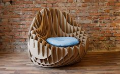 Are you looking for ideas for creative and eco-friendly furniture? Then browse through our 60 suggestions for charming cardboard furniture. Cardboard Chair, Diy Cardboard Furniture, Pallet Furniture, Furniture Projects, Types Of Furniture, Unique Furniture, Duct Tape Colors, Karton Design, Diy Karton