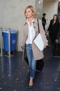 Travelling Soon? Celebrity-Approved Outfits to Wear on the Plane: Kelly Ripa